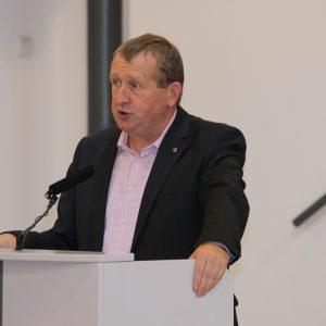 Günter Rudolph redet im Kreistag