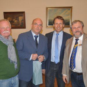 Auf dem Bild von links: Detlev Wischniowski (SPD Spangenberg), MdB Dr. Edgar Franke, Moderator Dr. Ralf Hillwig und KvH-Chef Frank Dastych